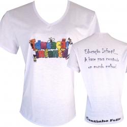 Camiseta em Decote V